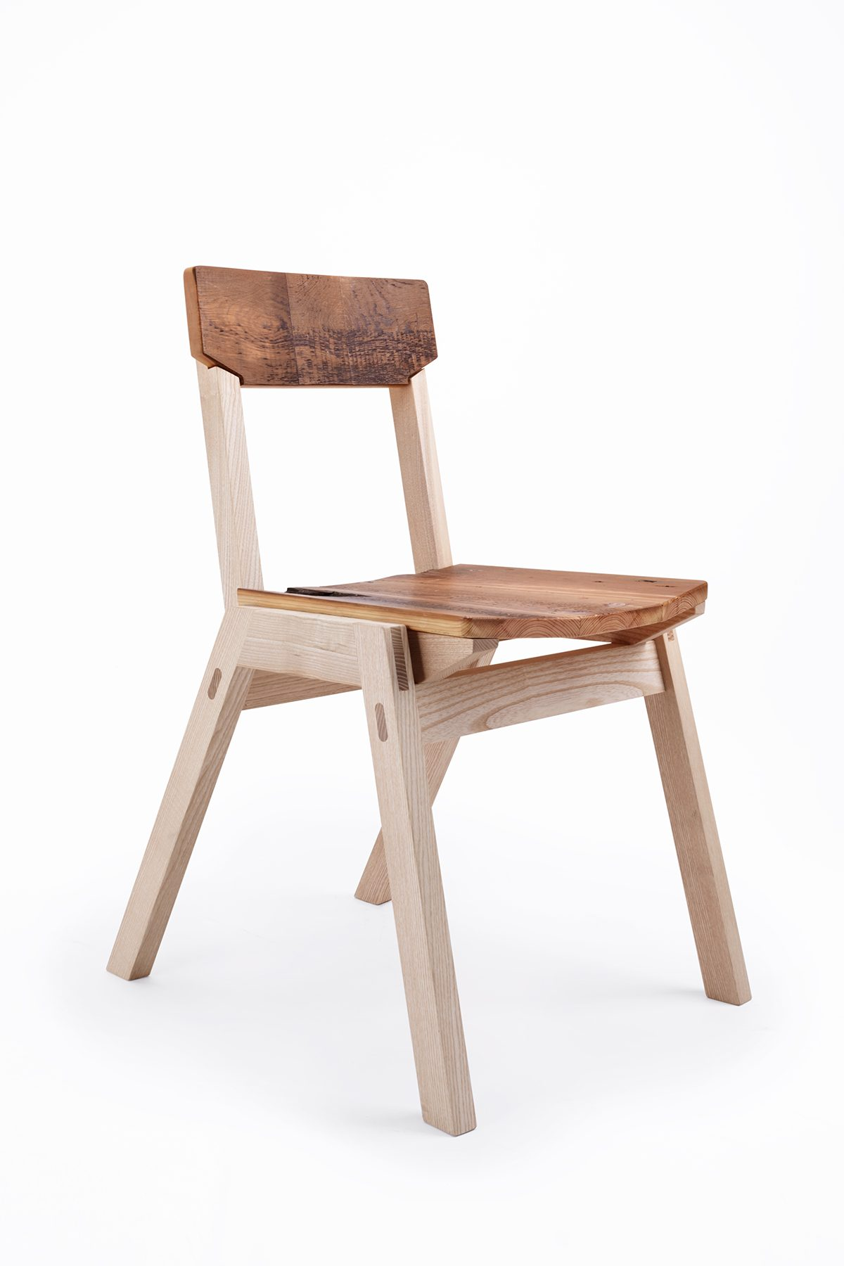 Jan-Hendzel-Chair-Main-3Q