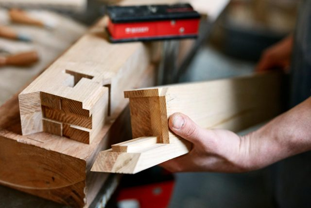 Jan Hendzel Studio We specialise in exploring traditional woodworking methods and digital technology. Handling the material with an intimacy and resourcefulness that helps lessen our impact on waste.